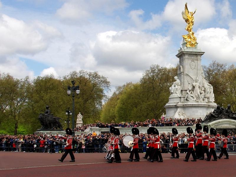 Buckingham-palace-Releve-de-la-Garde